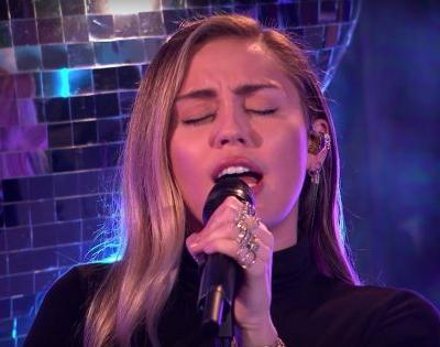 """Watch Mark Ronson & Miley Cyrus Cover Ariana Grande's """"No Tears Left To Cry"""""""