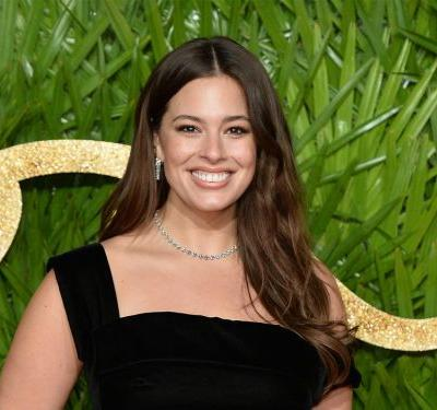 Ashley Graham And Her 53-Year-Old Mom Pose In String Bikinis Together, And It's Delightful