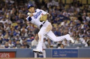 Puig takes swing at Hundley before Giants rally past Dodgers