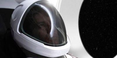 Elon Musk just revealed the SpaceX space suit's design