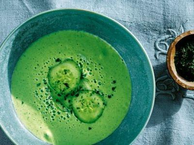 This Cucumber Matcha Soup Is Surprisingly Filling & Full Of Fiber