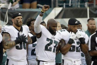 Eagles' Chris Long says anthem embrace about 'fighting for equality'