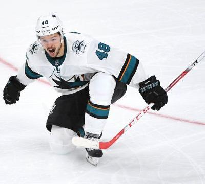 After guarantee, Sharks' Tomas Hertl forces Game 7 vs. Golden Knights with double-OT goal