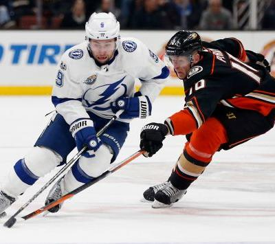 Brown's first goal gives Lightning 2-1 win over Ducks