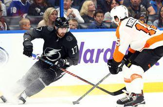 Brayden Point's crafty 3rd-period goal lifts Lightning over Flyers for 10 straight win