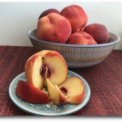 All About White Peaches