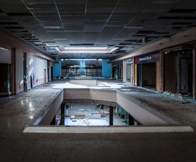 The retail apocalypse is killing jobs, and it's left 'the economy vulnerable to an adverse shock'