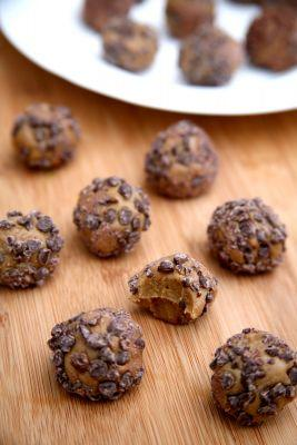 These 5-Ingredient Protein Balls Taste Like a Reese's