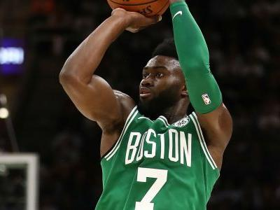 Celtics' Jaylen Brown suffers injury on crazy fall