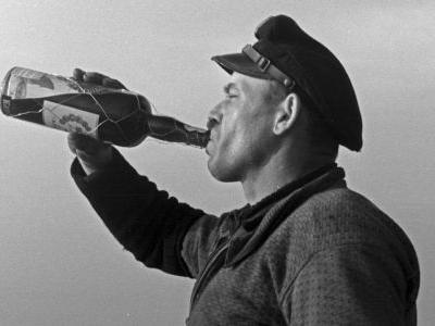 US Sailors and Marines Drink Iceland Dry