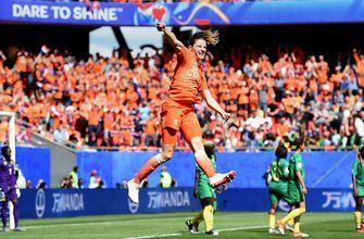 Netherlands retake the lead after Cameroon's failed clearance