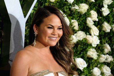 """Chrissy Teigen Is Refreshingly Honest About Her """"Period Skin"""" and Hormonal Acne"""