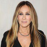 Sarah Jessica Parker Swears By This Laura Mercier Eyeliner, and the Color Is Absolutely Wild