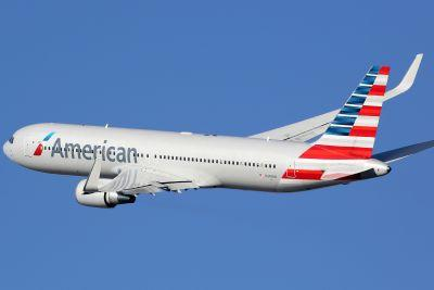 Man tried to get into cockpit on American Airlines flight: officials