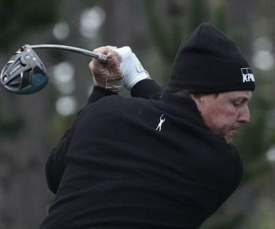 Opinion: Phil Mickelson lets opportunity slip away in rain at Pebble Beach