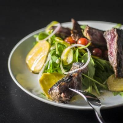 STEAK AND PAN ROASTED TOMATO SALAD