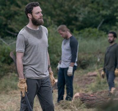 'The Walking Dead' made a big departure from the comics and fans think it may position a character as the new leader of the show