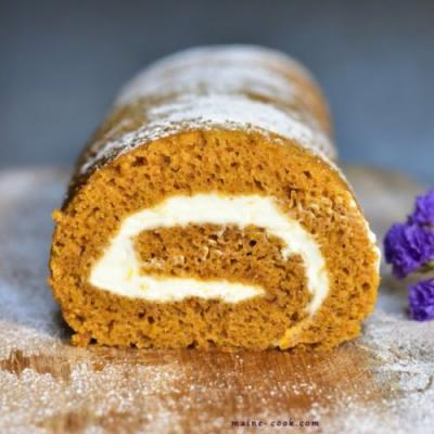 Pumpkin roll with cream cheese
