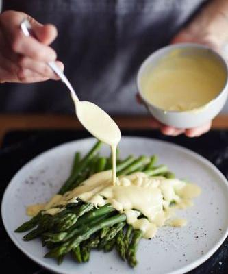 This 2-Minute Hollandaise Sauce Is Absolutely Foolproof