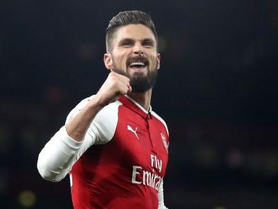 Blow for Arsenal as Giroud limps off with apparent hamstring injury