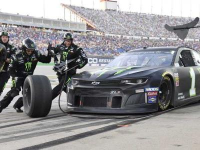 Kurt Busch beats little brother to win Kentucky