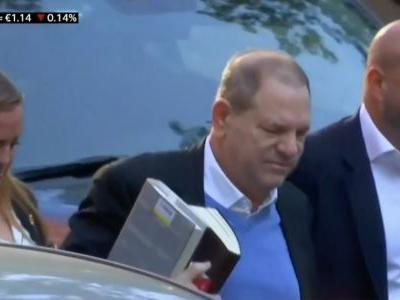 These are the books Harvey Weinstein carried with him when he turned himself into police