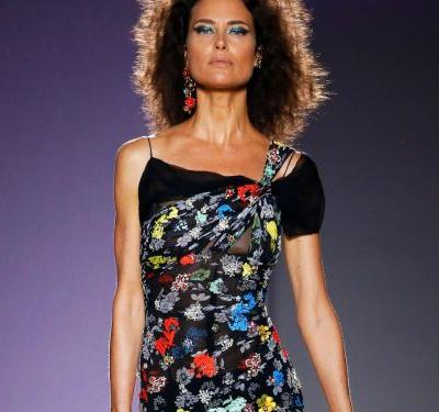 At Versace, '90s Supermodel Shalom Harlow Returns To The Runway