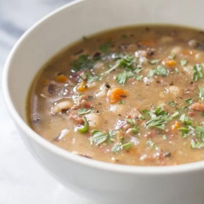 Black Eyed Peas and Ham Soup