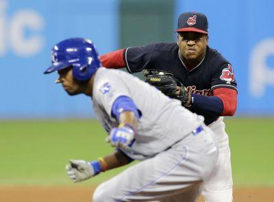 Royals 6, Indians 4: Error by Francisco Lindor leads to go-ahead runs in eighth as Indians fall to Royals