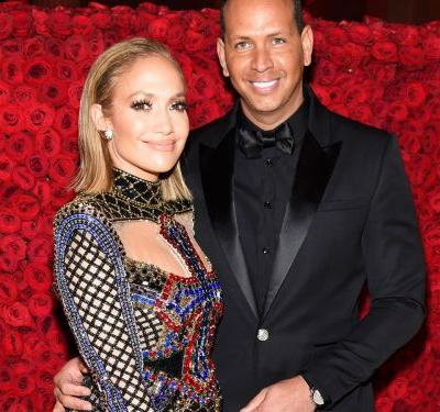 J.Lo's 15 Carat Emerald Ring Is A Stunner - Here's 15 Engagement Rings That Look Just Like It