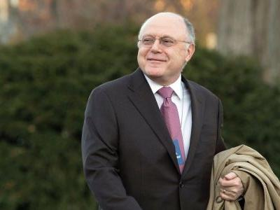 Pfizer's long-serving CEO Ian Read is standing down and being replaced by his chief operating officer