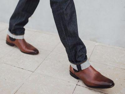 4 types of shoes that are perfect for travelers