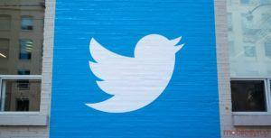 Twitter is experimenting with scheduling tweets via the web