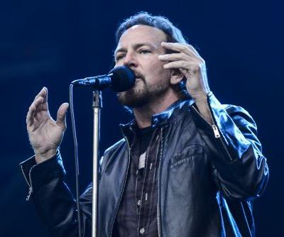 Watch Pearl Jam Cover David Bowie In Chicago