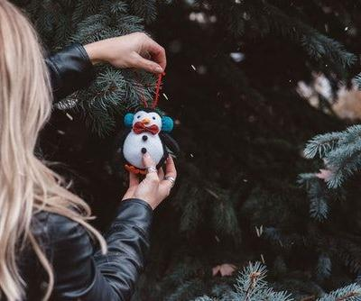 34 Captions For Christmas Tree Shopping & Spreading Your Holiday Cheer