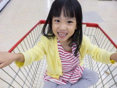 You'll Never Look At Grocery Carts The Same Way Again With This Genius Mom Hack