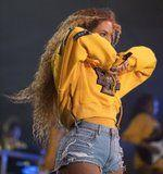Let's All Take a Moment to Appreciate the Nail Change Beyoncé Made During Her Coachella Performance