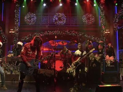 Foo Fighters Get All Christmassy on 'SNL'