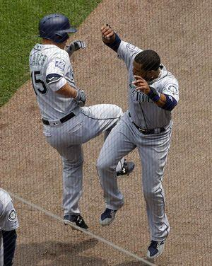 Cruz homers in 10th, sends Mariners over White Sox 7-6