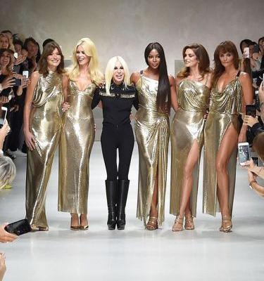 See Every Major 90's Supermodel Close Out the Versace Show
