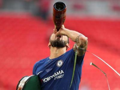 Chelsea trigger Giroud contract extension