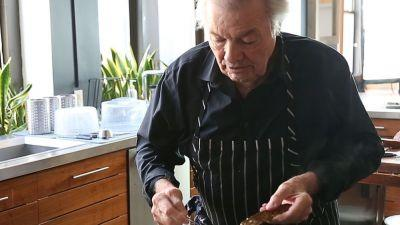Let the Legendary Jacques Pépin Show You How to Make the Perfect Omelette