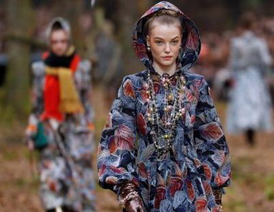 Chanel's Lagerfeld takes Paris fashion on a walk in the woods