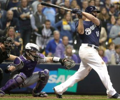 Mike Moustakas comes up with big hit as Brewers win in 10