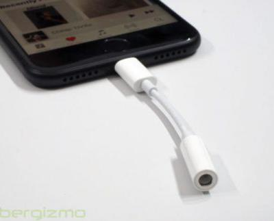Apple's New iPhones Won't Come Bundled With A Headphone Dongle