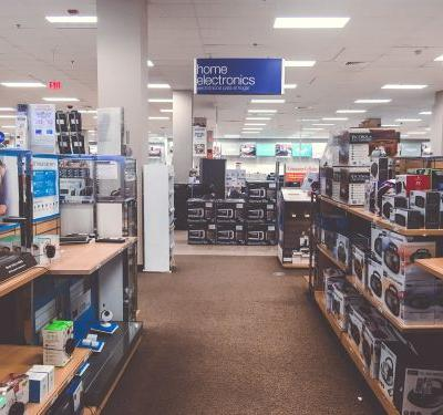 We compared shopping for electronics at Best Buy and Sears - and it's clear why one is struggling while the other is thriving