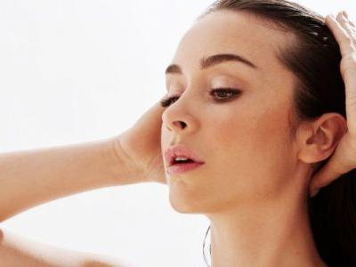 5 Things You Should Never Do With Wet Hair