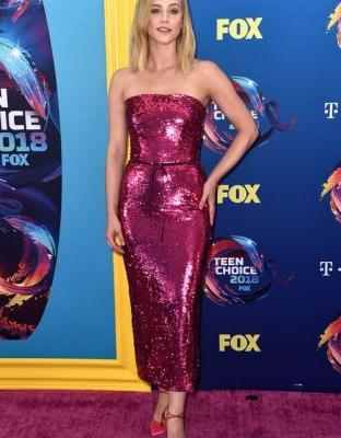 Lili Reinhart's Teen Choice Awards Dress Was SO 'Legally Blonde'