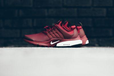 """A Closer Look at The """"Team Red"""" Nike Air Presto Low Utility"""