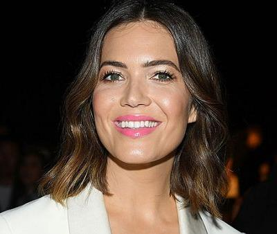 Mandy Moore Relies on a Galvanic Facial Before the Red Carpet